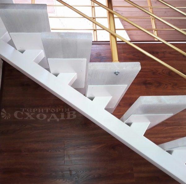 лестница на прямом металлическом каркасе