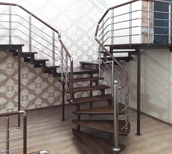 нестандартная лестница с двумя выходами