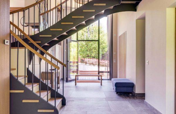 лестница из металла и дерева
