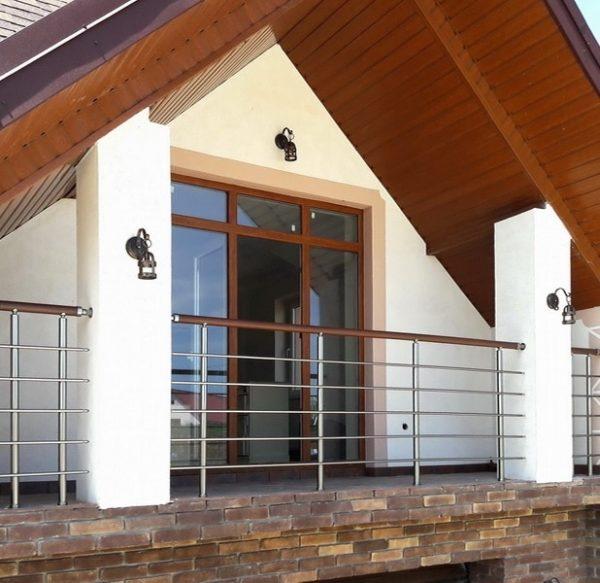 перила универсальные на балконе