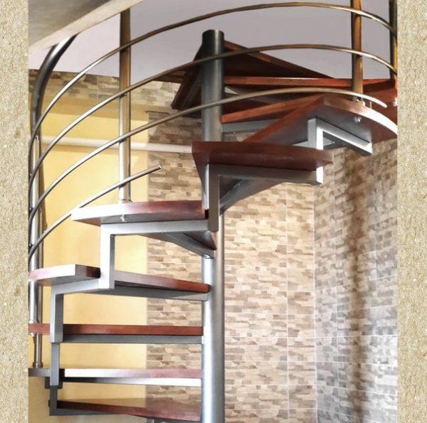 винтовая лестница на металлическом каркасе