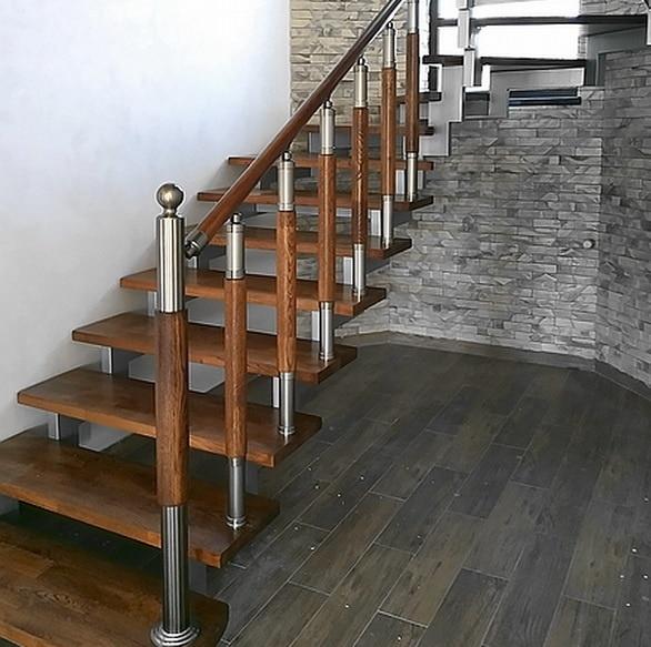 перила эмгранд на лестнице на металлическом каркасе
