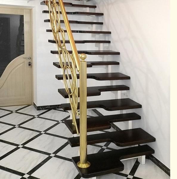 лестница гусиные лапки в классическом интерьере