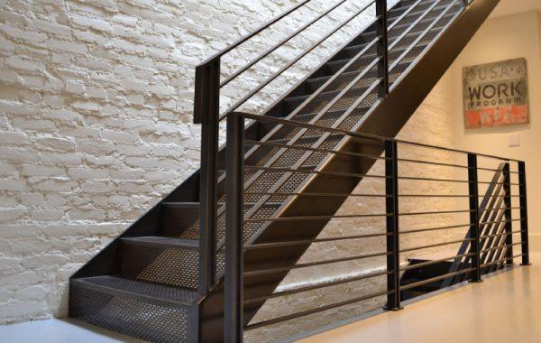 полностью металлическая лестница