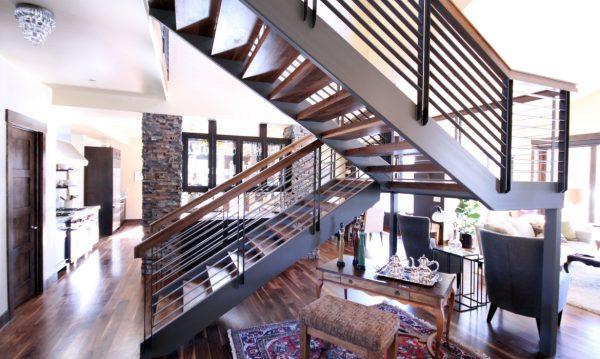 лестница в интерьере в стиле модерн