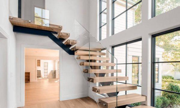 лестница в минималистичном стиле